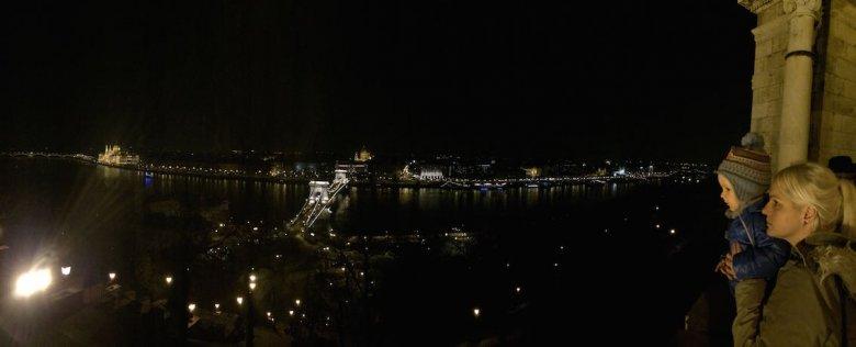 Nocna panorama Budapesztu ze Wzgórza Zamkowego