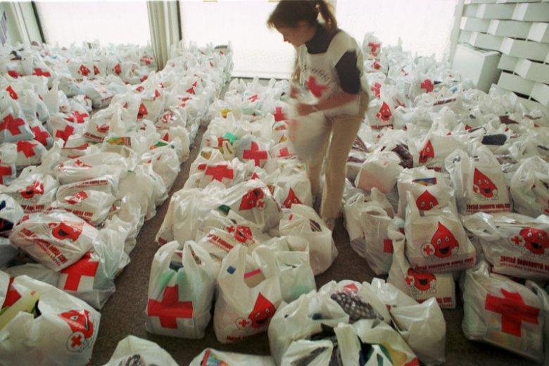 PCK wielokrotnie organizuje zbiórkę artykułów żywnościowych, środków higienicznych, przyborów szkolnych i innych podstawowych dóbr