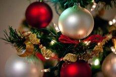 Zgodnie z tradycją choinkę można dekorować najwcześniej na tydzień przed Wigilią, a stać powinna do święta Trzech Króli.
