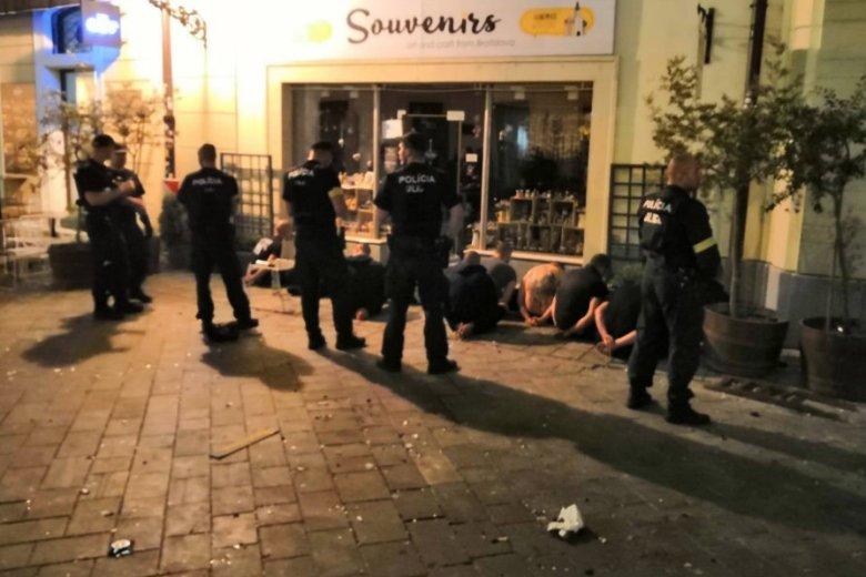Trzech pseudokibiców z Polski zostało skazanych na sześć miesięcy więzienia po burdach w stolicy Słowacji Bratysławie.