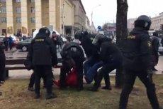 """Tysiące ludzi wyszło na ulice Mińska, by protestować przeciwko """"podatkowi od pasożytnictwa"""", który uderza w bezrobotnych. Łukaszenko spacyfikował ich używając OMON-u."""