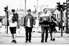 Nowa płyta Pokahontaz, REset. Od lewej - DJ West, Rahim i Fokus. Za nimi Bartosz Kasowski. Fot. Lukasz Kaminski - LeNarth Photography