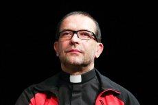 """Ks. Jacek Stryczek w pierwszym wywiadzie po zarzutach o mobbing w """"Szlachetnej paczce""""."""