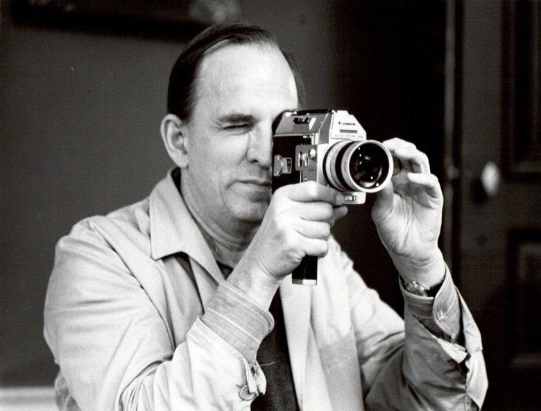 """Ingmar Bergman na planie filmu """"Szepty i krzyki"""", fot. Bo-Erik Gyberg 1972"""