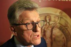 Prokurator Piotrowicz, który ma na koncie również oskarżanie opozycji demokratycznej w czasach PRL, twierdzi, że był wrogo nastawiony do tamtego ustroju.
