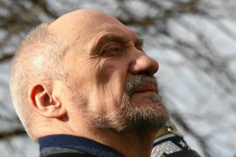 Antoni Macierewicz miał zlecić prawnikom, by zajęli się informacjami, które znalazły się w wywiadzie Tomasza Piątka dla Wirtualnej Polski.