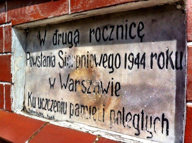 Pamiątkowa tablica w Dąbrównie