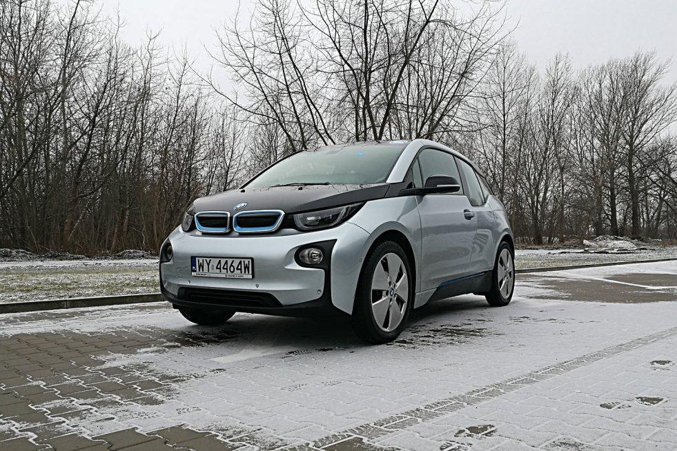 BMW i3 to w pełni elektryczny samochód.