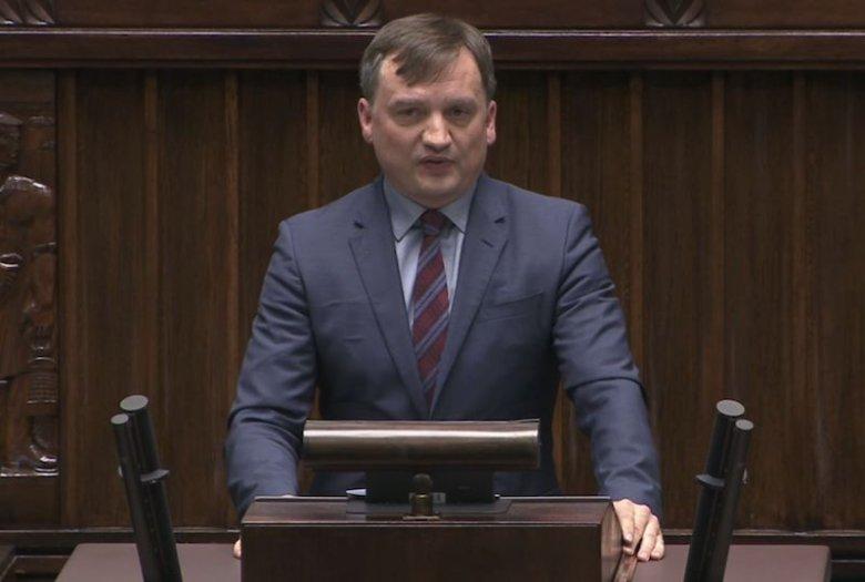 """Zbigniew Ziobro mówił w Sejmie, że przestępcy trafią do """"pierdla""""."""