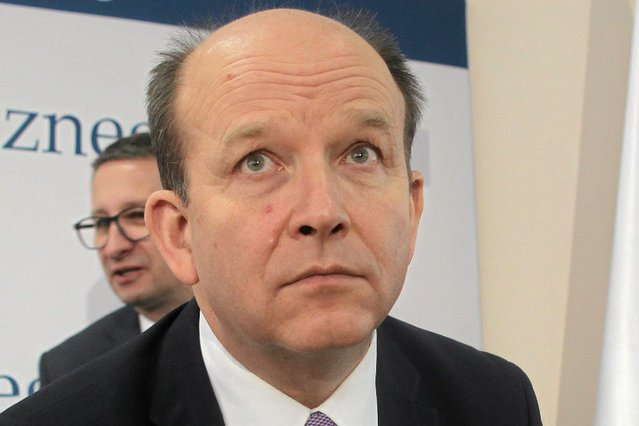 Rząd PiS odebrał kobietom dostęp do antykoncepcji awaryjnej bez recepty. Minister Radziwiłł twierdzi, że Polki garściami łykają tabletki za ok. 150 zł sztuka.