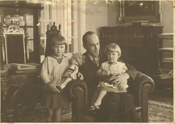 Iwaszkiewicz z córkami