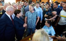 15 sierpnia 2017 roku ówczesna premier Beata Szydło a także Antoni Macierewicz i Jan Szyszko odwiedzili Rytel, przez który przeszła nawałnica. Na zdjęciu Szydło w towarzystwie byłego sołtysa Rytla Łukasza Ossowskiego.