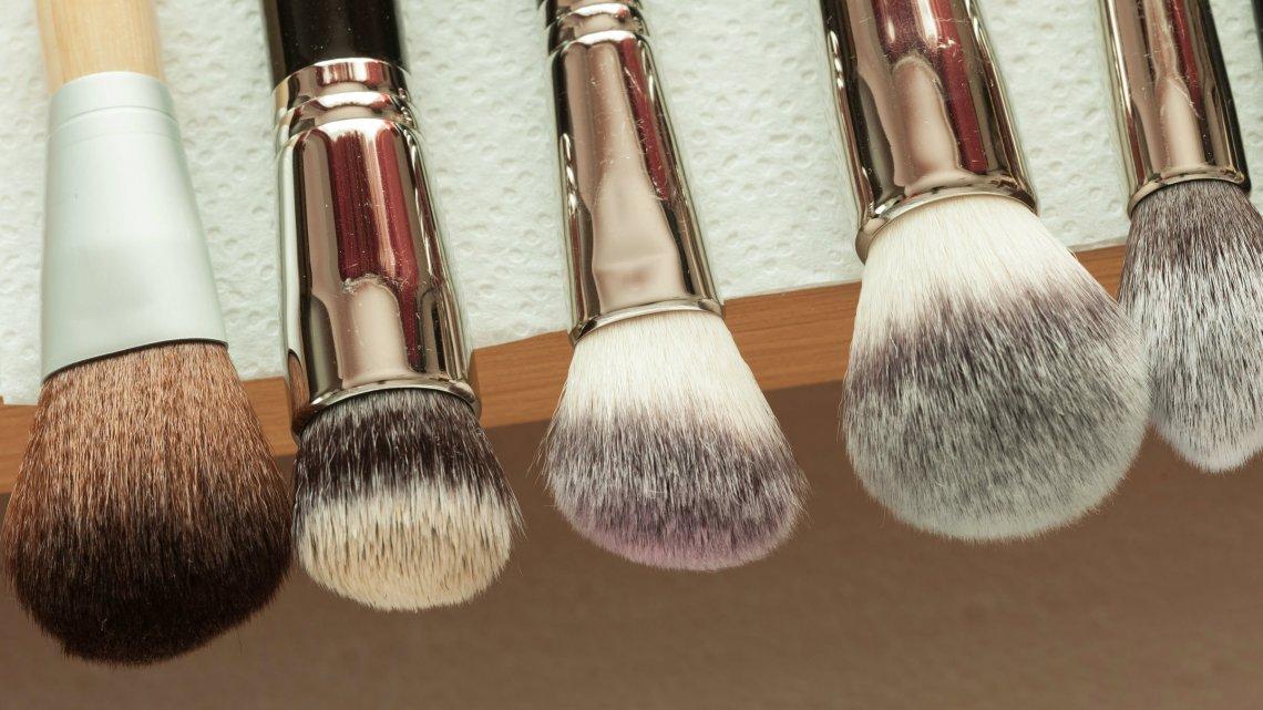 Na początek, żeby poprawić jakość swojego makijażu wystarczą zaledwie 2-3 pędzle.