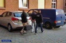 Policjanci CBŚP zatrzymali 13 osób związanych z grupą przestępczą. Wśród nich były poseł.