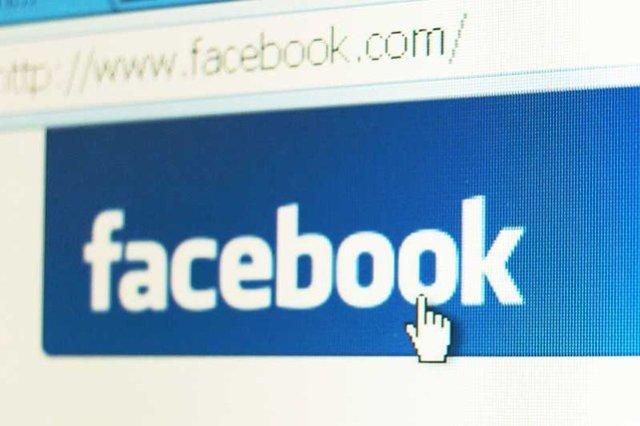 Internauci cieszą się, że jest sposób na sprawdzenie, kto ostatnio przeglądał facebookowy profil. Tyle że to nie do końca prawda.
