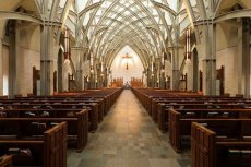 W Wieleniu policja zatrzymała 20-latków, którzy palili papierosy w kaplicy, a do kropielnicy wlali alkohol.