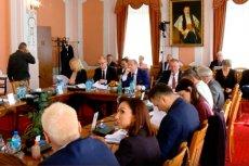 Większość radnych Jarosławia nie poparła pomysłu PiS o wprowadzeniu becikowego.