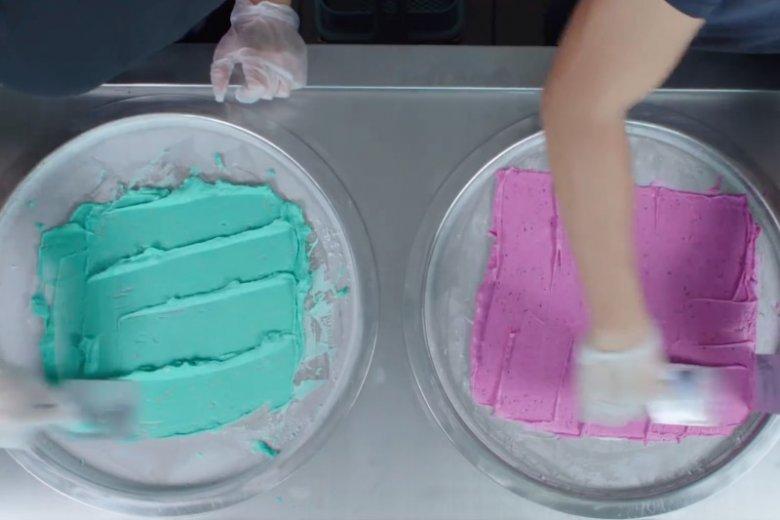 Mieszanie farby, ugniatanie plasteliny i cięcie mydła to dziwnie satysfakcjonujące filmiki, które ogląda każdy z nas