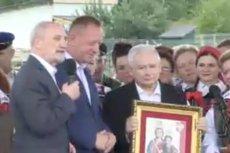 Prezes Kaczyński nie był przeszczęśliwy z powodu podarku.