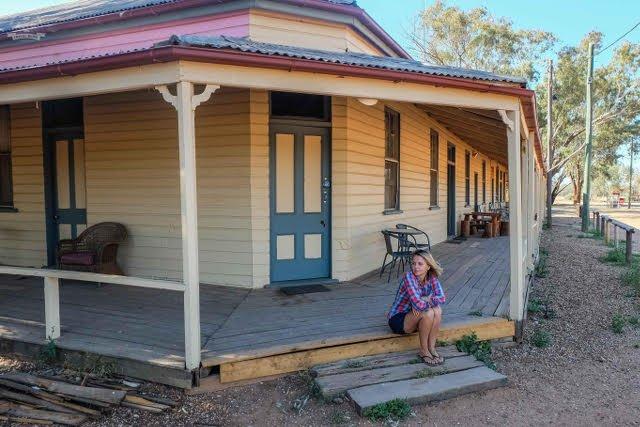 """Julia Raczkko: """"Pub w Nindigully - najdłużej licencjonowany pub w Australii. W miasteczku mieszka dziś zaledwie kilka osób"""""""