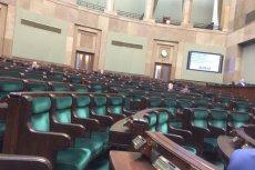 Trwa debata nad ustawą KRS. Ale Sejm świeci pustkami