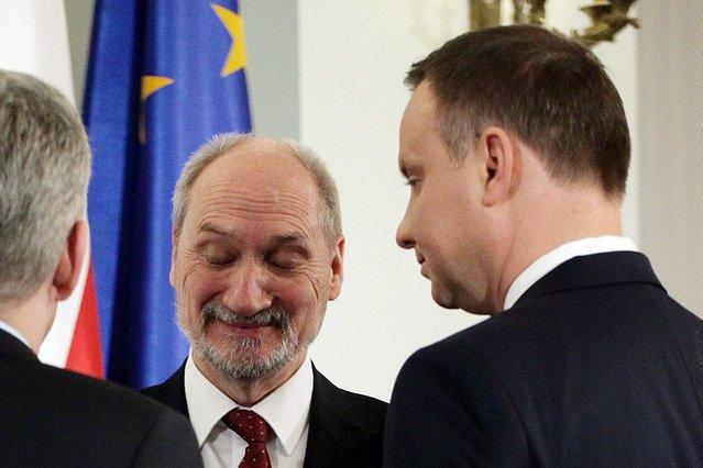 Prezydent Andrzej Duda nie był usatysfakcjonowany odpowiedziami, które dostał od szefa MON Antoniego Macierewicza ws. sytuacji w wojsku.