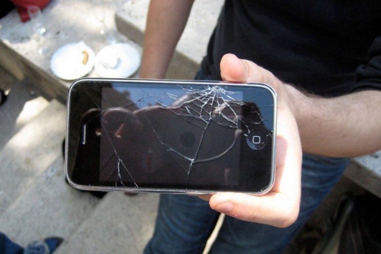 Jesteście naciągani. Te przykłady pokazują, że nie warto ubezpieczać telefonu. Albo... że warto kłamać