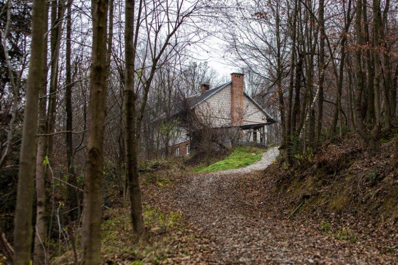 To w tym domu przez lata trwała gehenna dziesięciorga dzieci.