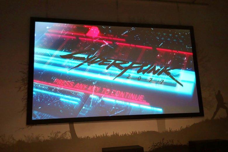 """To niestety jedyne zdjęcie, które można było zrobić na pokazie gameplaya """"Cyberpunk 2077"""""""