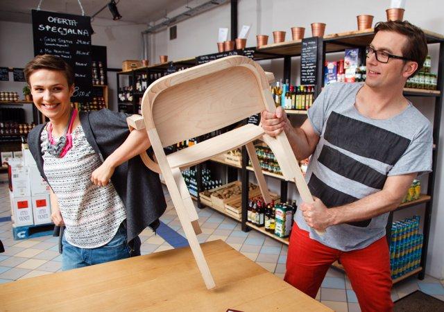 Gosia i Tomek Rygalik pokazują swój najnowszy projekt - krzesło Dumbo