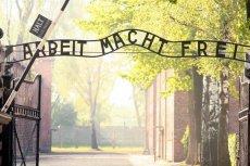 Zamieszanie wokół wypowiedzi Beaty Szydło wygłoszonej w Auschwitz zaczyna przypominać niekończący się ciąg dementi.