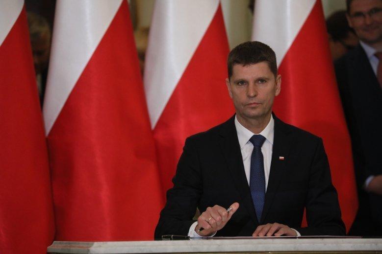 Dariusz Piontkowski przekonuje, że samorządy powinny wziąć na siebie część kosztów rządowej reformy edukacji.