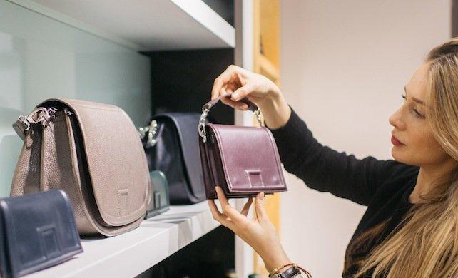 Nawet w sieciówce można znaleźć coś super oryginalnego, jak torebka z kolekcji Joanny Klimas, dla Gino Rossi.