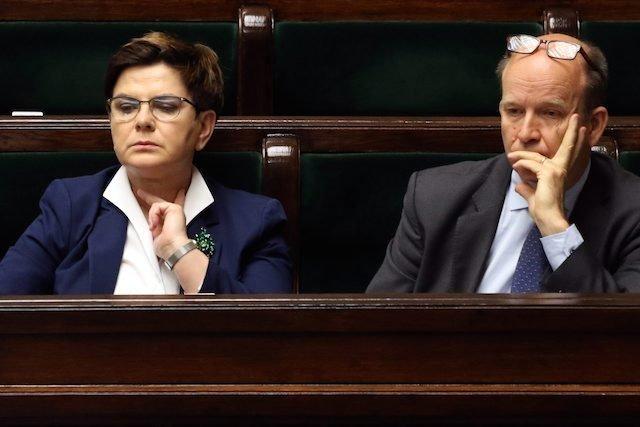 Premier Beata Szydło i minister zdrowia Konstanty Radziwiłł. Solidaryzują się ze służbą zdrowia. Na razie głównie słowem.