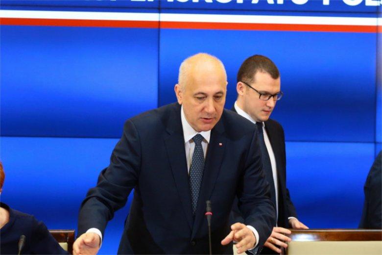 """Minister Joachim Brudziński nie bardzo chce zabierać głos w sprawie nazistów i symboli """"SS"""" 1 maja w Warszawie."""