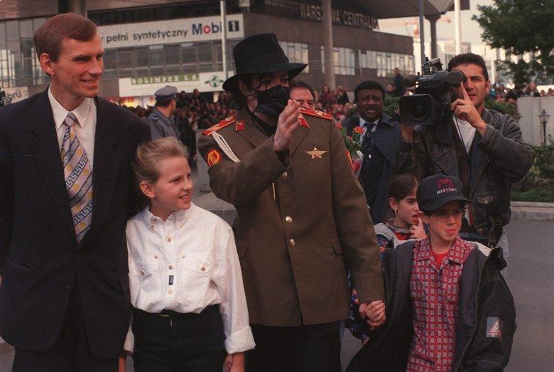 Michael Jackson z ówczesnym prezydentem Warszawy, Marcinem Święcickim.