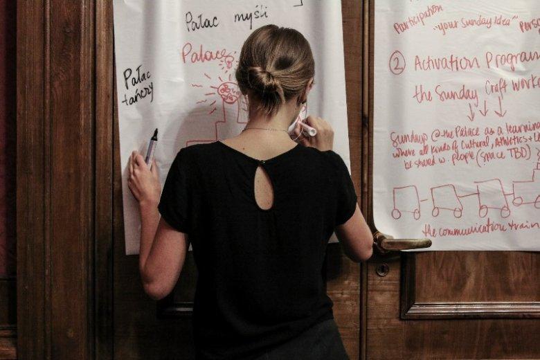 """Przez niemal tydzień studenci z Polski i USA pracowali nad projektami, które """"odczarują"""" spojrzenie na warszawski Pałac Kultury"""
