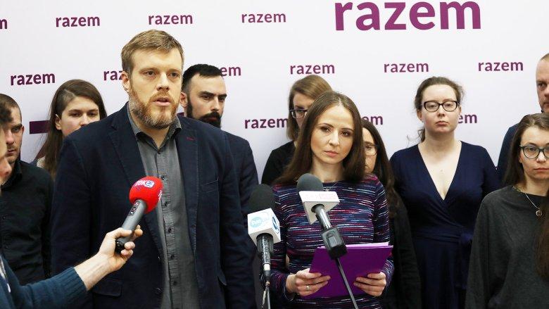 To nie jest tak, że my stoimy z boku i tylko patrzymy – mówi jedna z liderek partii Razem Agnieszka Dziemianowicz-Bąk w rozmowie z naTemat.pl.