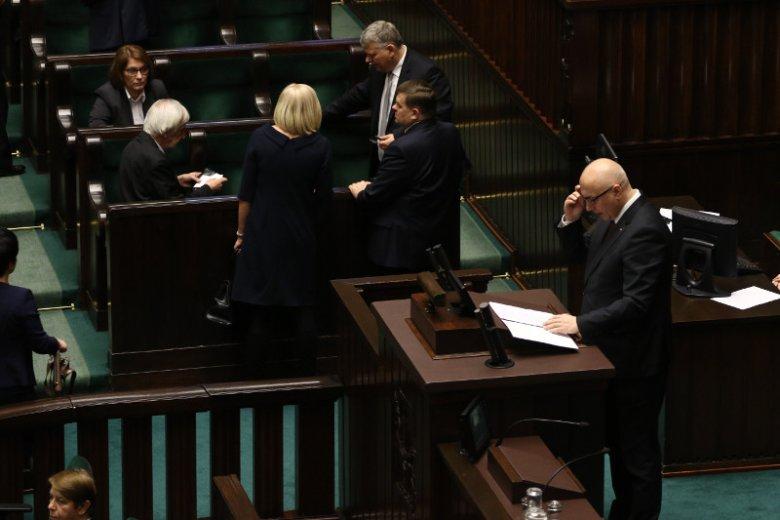 """W Sejmie trwa debata o tym, co w swoim reportażu pokazali dziennikarze """"Superwizjera"""" TVN. Momentami jest gorąco."""