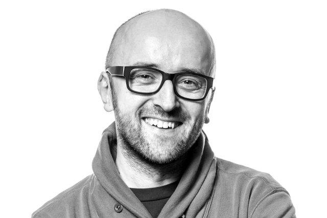 Mateusz Ostrowski, psychoterapeuta prowadzący warsztaty z psychologii pieniądza, publicysta ekonomiczny