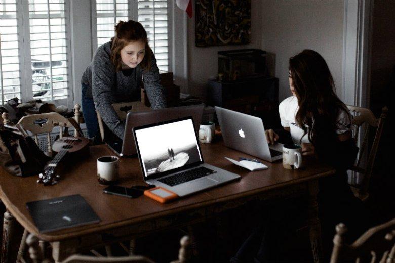 """Ile trzeba pracować, aby móc się określać mianem """"ekspertki""""? W swojej najnowszej książce Dominika Nawrocka daje na to pytanie odpowiedź"""
