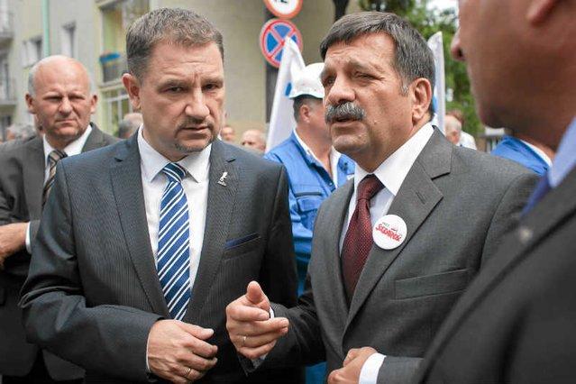 """Piotr Duda, przewodniczący """"Solidarności"""", ostro dyskutuje z Januszem Śniadkiem, poseł Prawa i Sprawiedliwości."""