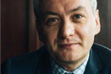 """Robert Biedroń udzielił wywiadu magazynowi """"Party"""" na temat reakcji najbliższej rodziny na jego orientację seksualną."""