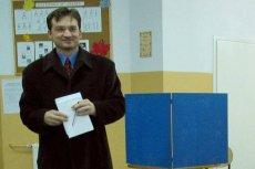 Zdjęcie Zbigniewa Ziobry z 2002 r., gdy z ramienia PiS kandydował na prezydenta Krakowa. Studia na UJ skończył 8 lat wcześniej – najpewniej razem z jednym z bohaterów afery KNF.