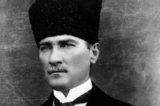 Kemal Ataturk to pierwszy prezydent Republiki Turcji. Państwo Erdogana właśnie ruguje go z historii