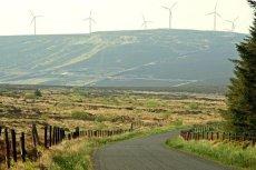 Jedna z dróg w hrabstwie Antrim. Zdjęcie ilustracyjne.