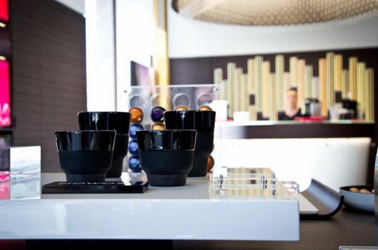 W butikach Nespresso w specjalnej strefie degustacji można skosztować nowości oferowanych na kawowym rynku