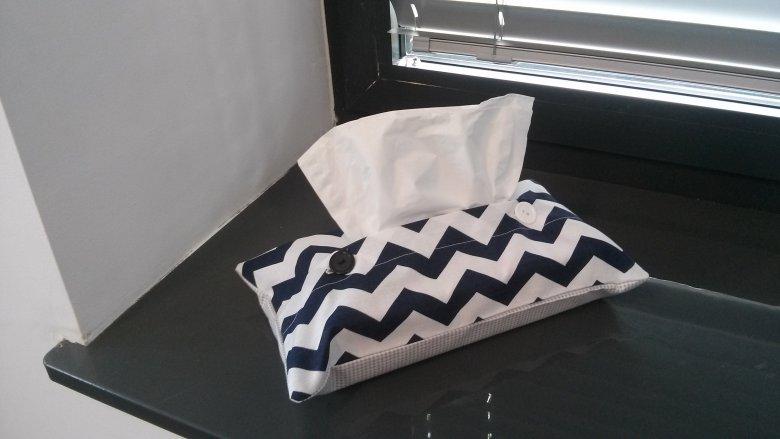 Materiałowy chustecznik