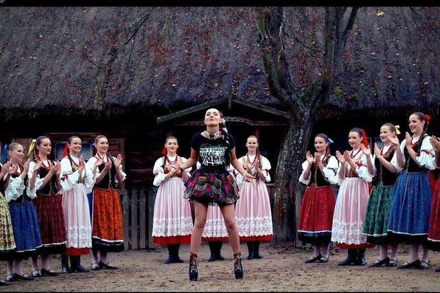 Podobnie jak w teledysku, Cleo wystąpi bez Donatana podczas półfinału Eurowizji