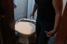 Młoda kobieta została nagrana w intymnej sytuacji w toalecie w Tarnobrzegu.